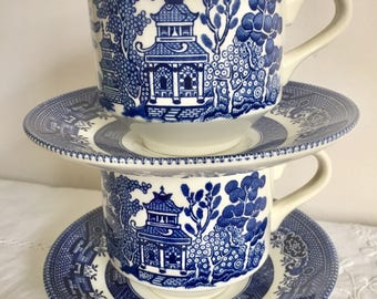Vintage Churchill teacups and saucers. Willow patterened.