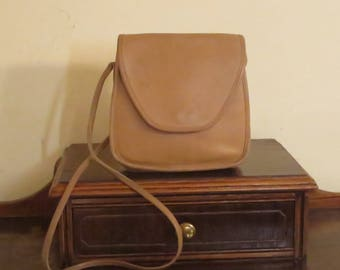 Dads Grads Sale Coach Lindsay Bag In Tan Leather With Crossbody Strap - Style No 9888 Made In United States - VGC
