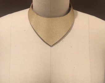Pointe Collar - Gold Latigo Leather Choker