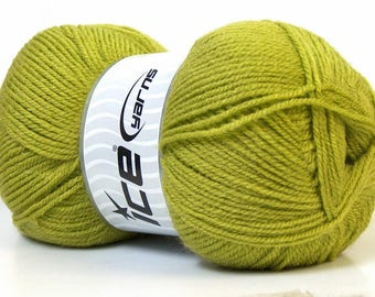 Set of 4 balls of yarn 100% Acrylic brand ICE green color