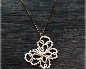 Tatted lace butterfly pendant//Tatted pendant//lace  pendant//romantic necklace//farfalla//Tatted jewelry//Ivory necklace