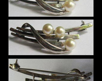 MIKIMOTO vintage elegant STERLING SILVER three pearl brooch pin