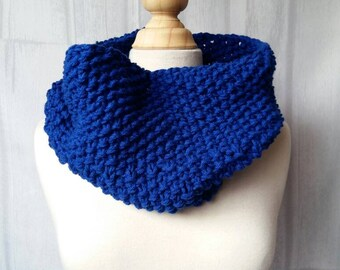 Royal Blue Chunky Knit Infinity Scarf – Chunky Infinity Cowl – Fall Accessory – Knit Neckwarmer for Women – Chunky Knit Cowl – Womens Cowl