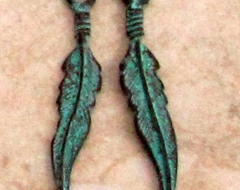 Boho Feather Charm, Green Patina, 25 mm, 6 Pieces M337