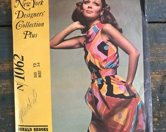 McCall's 1062: New York Designer Collection Plus Donald Brooks Misses' dress in two versions. Vintage 1968 sewing pattern.