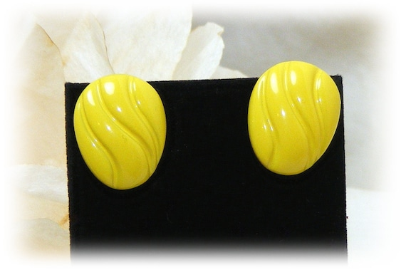 "Vintage ""YELLOW STUD EARRINGS"" . . Bright Yellow   (pierced)"