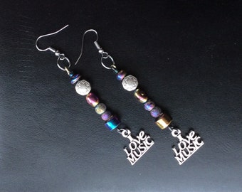 Silver & iridescent beads music earrings #iridescentbeads #ilovemusicearrings #ilovemusic #musicjewelry #iridescentbeadearrings #handmade