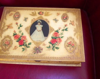 vintage jewelry or keepsakes box cerca 1930s