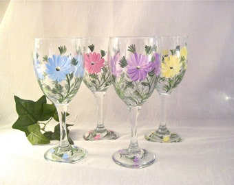 Free shipping Wildflowers hand painted on a pretty set of four wine glasses