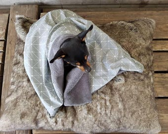 Cuddly dog blanket with individual choice of fabric/fluffy dog blanket