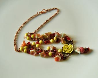 Flower Duo pistachio Strawberry necklace