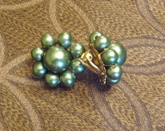 Vintage 1950s Green Bead Earrings