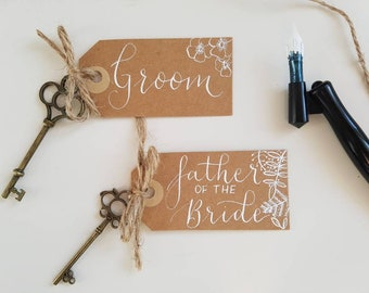 Kraft name cards, Rustic place cards, Key name cards, Luggage tag placecards, Vintage wedding, Woodland wedding, Calligraphy name cards