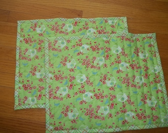 Placemat Set of 2 ~ Cottage Floral Placemat ~ Quilted Placemats