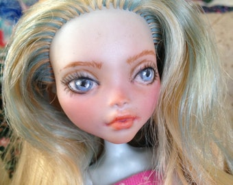 Monster High repaint or Ever After High repaint