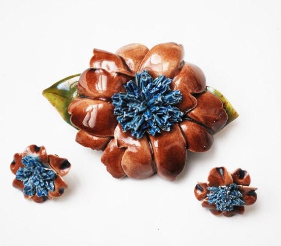 Flower Brooch and earrings set - Ceramic porcelain - Signed - screw back earrings - brown blue green