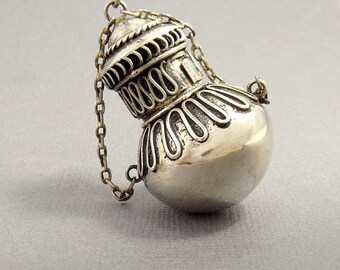 Vintage Sterling 925 Snuff Perfume Flask Urn Pendant Necklace