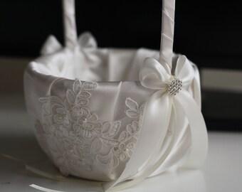 Ivory Flower Girl basket \ Off-white Ring Bearer Pillow \ Lace Wedding Basket \ Ivory Lace Wedding Bearer Pillow \ lace Pillow basket set