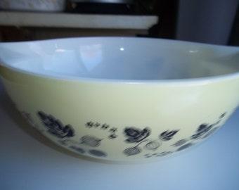 Pyrex#444, Goose Berry 4 Quart ,Cinderella  Mixing Bowl