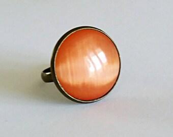 Ring round stone cabochon cat's eye orange on bronze brass setting