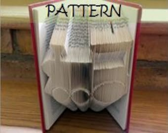 Book folding Pattern: TRAIN design (including instructions) – DIY gift – Papercraft Tutorial - make this perfect Christening gift