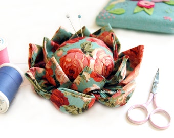 Flower Pincushion handmade // made to order // gifts for her // sewing notion