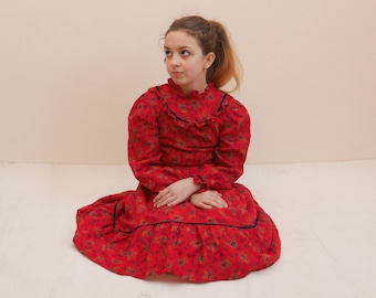Girls Calico Dress Girl Folk dress Red dress Ditsy print Puff sleeves Ruffle Dirndl dress Full skirt Preirie dress Vintage 60s dress