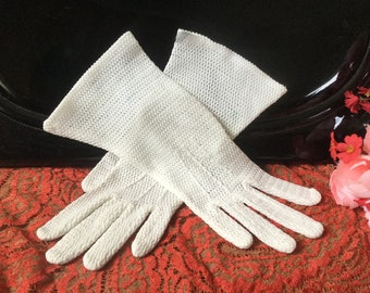 White Lace Gloves Vintage Small Ladies Cotton 1960s French Inspired Fish Net Lace Gloves