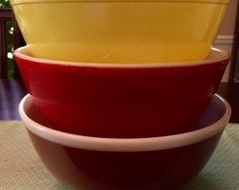Pyrex Large Nesting Bowl