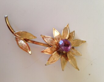 Vintage Winard gold filled flower pin with amethyst