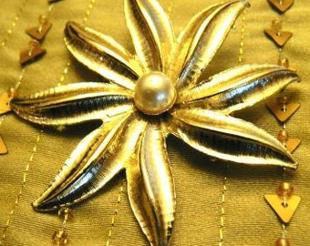 vintage jewels ...  FLORAL 8 pointed PEARL centred Brooch PIN ...