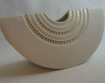 Rosenthal Germany. Porcelain vase 'Angolo Ambrogio'. Design: Ambrogio Pozzi. Manufactured by Rosenthal AG, Germany, around 1984. VINTAGE