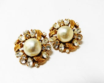 ART Co. Earrings Vintage Pearl Gold Leaves Clear Rhinestones Stunning 60s  Baroque Champagne faux pearl Earrings Bride Mother