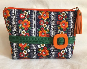 Large format - Upcycling - vintage fabric and old buckle - zip - tassel - French clip - storage or makeup Kit