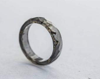 Black Resin Minimalist Ring Gold Flakes Kintsugi style Faceted Ring OOAK dark gray glam minimal chic