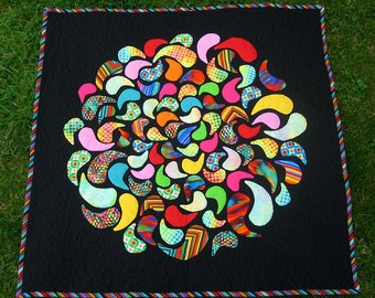 Colorfull quilted wall hanging, art quilt inspired by mandala.