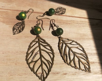Beads color and leaves to choose (small or large) dangling earrings
