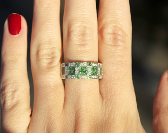 18k White Gold Diamond and Green Garnet Gemstone Band