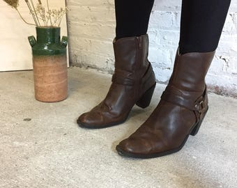 Vintage brown ankle boots / Durango cowgirl booties / brown western short boots