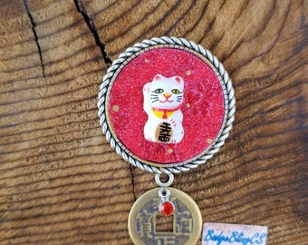 Lucky cat Maneki neko badge reel.  Money envelope background. The beckoning cat charm. NurseLife. Good luck charms. Cat Card holder. Coin