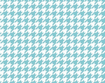 Aqua Medium Houndstooth by Riley Blake Designs. Perfect for quilts, nursery, or baby. Turquoise Blue 100% cotton. C970-20
