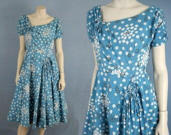 1950s Dress / 50s Dress / Jeanette Alexander / Blue Floral Novelty Print