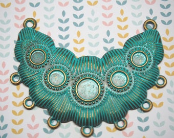 Great connector breastplate gilded metal 78x60mm verdigris finish