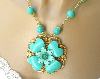 Necklaces for Women Flower Necklace Short Necklace with Pendant Gemstone Necklace Crystal and Gemstone Jewelry for a Gift Turquoise Jewelry
