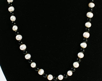 Fresh Water Pearl/Onyx Bead Necklace(DF/NL/00182)