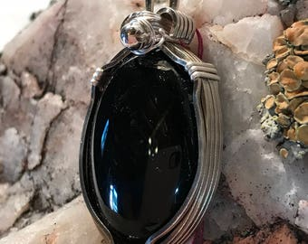 A0041 Onyx Gemstone in Hand Crafted Cage