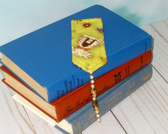 Quilted Book Marker, Beaded Tassel Cat Lover Gift, Reading Quilter Book Club Bookmark Gift For Her, Green Hand Quilting Reader Place Mark