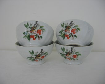 French Vintage Midcentury Set of 4 Cafe Au Lait / Coffee / Chocolate Bowls / Bols Porcelain Goldfinch with Berries