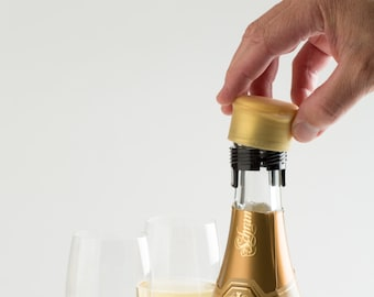 Champagne Stopper - CapaBubbles - Keep bubbles fresh for a week or more - Turn your champagne bottle into a screwcap