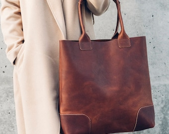 the weekender tote in brown // large leather tote with thick handle straps
